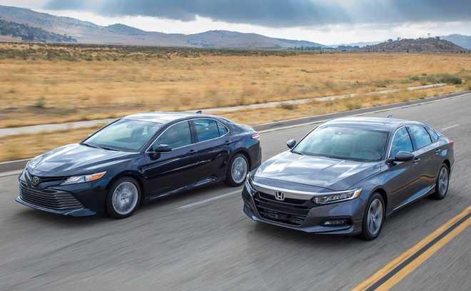 So sánh Toyota Camry mới và Honda Accord mới